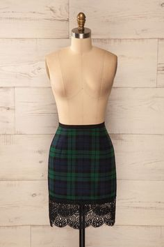Jupe courte carreaux vert bleu bordure dentelle noire - Blue green checkered short skirt black lace trim
