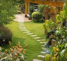 Backyard Landscaping Ideas - The perfect southern garden starts with a feeling. Get influenced by our favored landscape design ideas, from mountains of hollyhocks to straightforward yard actions. Backyard Plants, Small Backyard Landscaping, Landscaping Tips, Cozy Backyard, Backyard Designs, Garden Arbor, Diy Garden, Garden Paths, Indoor Garden