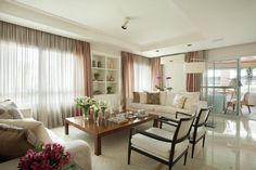 Decoração em apartamento de 250 m2 na Vila Nova Conceição, São Paulo. Revestimentos de alto padrão combinados com peças de época garantem ambiente sofisticado e aconchegante. Projeto de design de interiores contemporâneo.