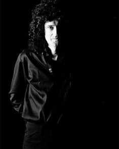 Brian May 👑 © Patrick Harbron, 1982 Brian's Song, Queen Brian May, King Of Queens, Roger Taylor, Queen Band, John Deacon, Killer Queen, Drummers, Ladies Night