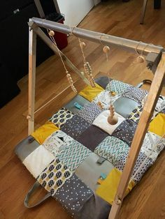 Tapis d& sensoriel parc jeu pour bébé taille et - Diy Tapis, Diy Bebe, Patchwork Baby, Baby Sewing Projects, Baby Gym, Baby Couture, Baby Furniture, Baby Size, Handmade Baby