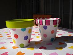 Naranja y Fucsia: Macetas! Flower Pot Art, Flower Pot Design, Flower Pot Crafts, Clay Pot Crafts, Paint Garden Pots, Painted Plant Pots, Painted Flower Pots, Clay Vase, Clay Pots