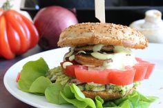 Veganer Burger mit gegrillten Champignons und eppers Dip Chili Mango