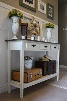 I have a big collection of DIY entry table ideas to make your entryway perfect. The table ideas which will inspire you to make entry tables. Furniture, Home Projects, Interior, Home Decor, Home Deco, Home Diy, Interior Design, Country Girl Home, Diy Entry Table