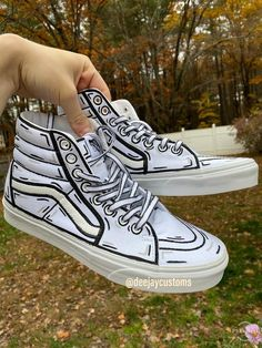 cartoon vans * cartoon vans + cartoon vans drawing + cartoon vans slip on + cartoon vans shoes + cartoon vans shoes drawing + cartoon vans wallpaper Custom Vans Shoes, Custom Painted Shoes, Custom Sneakers, Custom High Top Vans, White High Top Vans, High Top Vans Outfit, Vans Shoes Fashion, Fashion Outfits, Painted Sneakers