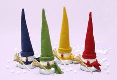 Miniature flower pot snowmen (no tutorial). Christmas Clay, Christmas Makes, Christmas Snowman, Christmas Projects, Christmas Holidays, Christmas Decorations, Christmas Ornaments, Snowman Decorations, Flower Pot Crafts