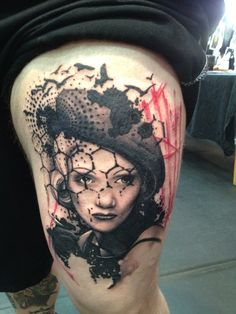 Crooked Moon - Pedersens fine electric tattooing