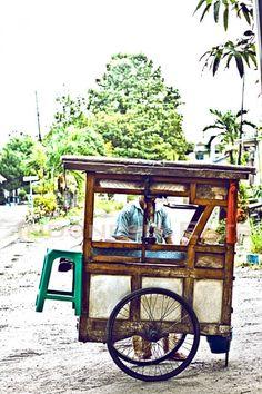 Tahu Campur Seller, One of Many Street Foods in Indonesia www.villabuddha.com Bali Villa aan het strand met personeel € 1495,- per week