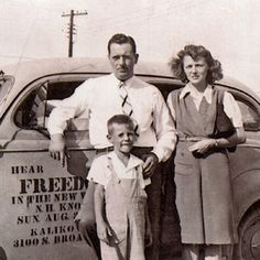 Thomas McLain com seus pais nos anos 40