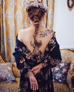 Un maxi tatouage dans le dos pour une femme