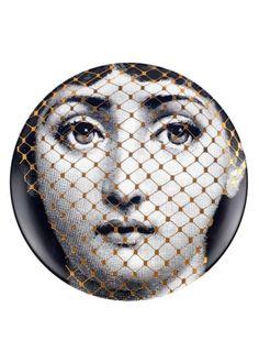 Fornasetti - plate n° 78 Piero Fornasetti, Black White Gold, Italian Artist, Art Deco, Fashion Plates, Plates On Wall, Ceramic Art, Illustrators, Paper Art