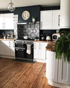 25 +> Likes: Comments: 74 - Mel Boyden (Melanie Jad .- 25 +> Likes: Comments: 74 – Mel Boyden (Melanie Jade Designs Home Decor Kitchen, Kitchen Interior, New Kitchen, Home Kitchens, Kitchen White, Kitchen Things, Kitchen Wall Clocks, Black Kitchens, Kitchen Paint