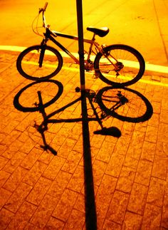 Bicicleta by Eli K Hayasaka, via Flickr