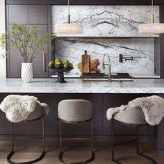 21 Ideas Kitchen Bar Stools With Backs Colour Kitchen Interior, Home Decor Kitchen, Kitchen Bar, Kitchen Remodel, Kitchen Decor, Country Kitchen Counters, Country Kitchen, Stools For Kitchen Island, Kitchen Design