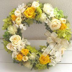 贅沢なバラのリースは幸せの黄色〜ずっときれいに咲き続けるプリザーブドフラワーリース〜【送料無料】 - アレンジメント -【garitto】