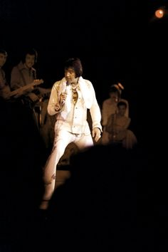 Elvis on stage at the Las Vegas Hilton in august 28 1974.