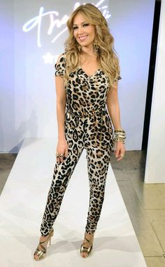 Take a look at the best winter Animal print jumpsuit in the photos below and get ideas for your outfits! Thalia Sodi Collection, Moda Rihanna, Leopard Outfits, Rihanna Style, Moda Paris, Lingerie, Night Looks, Famous Women, Denim Fashion