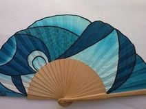 ABANICO-ABSTRACTO-AZUL Hand Held Fan, Hand Fans, Fan Decoration, Craft Club, Contemporary Fashion, Fabric Dolls, Artsy, Cool Stuff, Rave