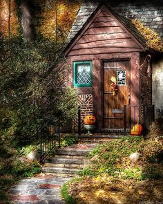 This small house looks like it came straight from a fairy tale.