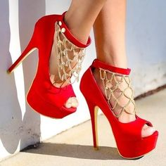 These heels with the chain... Cute