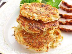Tarjoa perunalettuja smetanan ja suolakurkkujen kanssa tai lihan lisäkkeenä.