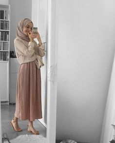 - Modèles Hijab Chic Simple : 10 Hijabs simples et stylés Simple Hijab Chic Models: 10 Simple and Stylish Hijabs – Hijab Fashion and Chic Style Hijab Casual, Hijab Chic, Hijab Elegante, Ootd Hijab, Casual Hijab Styles, Ootd Chic, Casual Chic, Street Hijab Fashion, Muslim Fashion