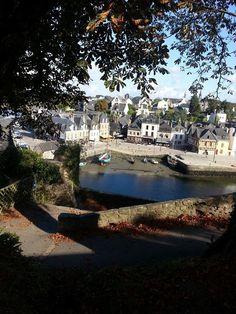 """Auray, Morbihan: le joli petit port ancien de St- Goustan. Vous pouvez y arrivez en descendant par ce que l'on appelle """"les rampes du Loch""""."""