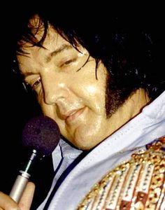 Elvis on stage in Hartford in july 28 1976.