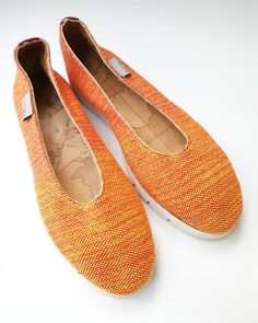 A pair of comfortable espadrille is always appreciated! We are making here at Sigo, shoes to be worn with love. Handmade Accessories, Appreciation, Hand Weaving, Espadrilles, Pairs, Flats, How To Make, Shoes, Instagram