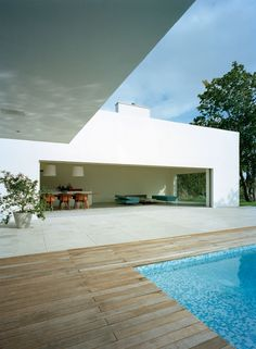 Modern contemporary design house / Architecture & villa inspiration byCOCOON.com #COCOON Dutch designer brand