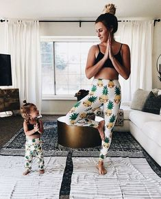 Partner yoga at its best. Yogi Goals & Yoga inspiration – Famous Last Words Mom And Baby, Baby Love, Mom And Girl, Outfits Niños, Converse Outfits, Family Outfits, Mommy And Me Outfits, Mom Daughter, Mother Daughters