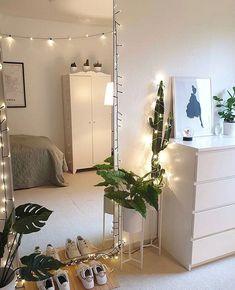 Cute Bedroom Decor, Bedroom Decor For Teen Girls, Room Ideas Bedroom, Study Room Decor, Minimalist Room, Minimalist Scandinavian, Aesthetic Room Decor, Home Room Design, Cozy Room