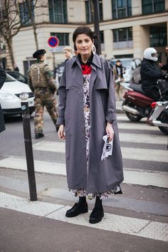 The best of Paris street style in the coldest February since Estilo Cool, Paris Street, February, Street Wear, Loafers, Good Things, Street Style, Coat, Girls