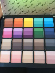 Freedom palette matte rainbow colors. Super pigmented! ❤️ this palette with good basic colors and also a few bright colors easily using on there on or mixing with a nude and you have an excelent pastel eyeshadow.