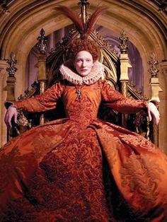 """Cate Blanchett as Queen Elizabeth I in 'Elizabeth: Golden Age' Costume design Oscar to Alexandra Byrne (English Elizabeth I, Queen Elizabeth Movie, Elizabeth The Golden Age, Cate Blanchett, Theatre Costumes, Movie Costumes, Tudor Costumes, Disneysea Tokyo, Tudor Fashion"