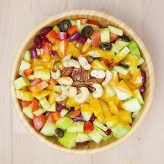 """Vorhin gab es gemischten Salat mit """"French Dressing"""" von Byodo (bestellt bei @veganisation.de)  Das Dressing ist wirklich lecker und hat moderat Kalorien  Bei dem heißen Wetter vernichte ich locker zwei Salatgurken am Tag"""