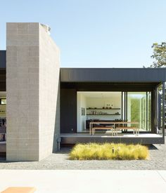 A Marmol Radziner–designed prefab house, trucked onto a remote Northern California site, takes the pain out of the construction process.