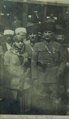 Mersin - Gazi Mustafa Kemal Atatürk ve Latife Hanım Mersin'de...17 Mart 1923... (Atatürk'ün Nadir Fotoğraflarından birisi...)