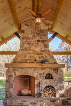 This stunning outdoor wood burning fireplace is made with London natural thin stone veneer from the Quarry Mill. Outdoor Wood Burning Fireplace, Outdoor Fireplace Patio, Outdoor Stone Fireplaces, Outside Fireplace, Outdoor Fireplace Designs, Rock Fireplaces, Rustic Fireplaces, Rumford Fireplace, Fireplace Mantel