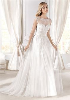 Edelma wedding dress fitted at the waist with sweetheart neckline