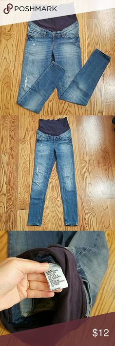 H&M maternity boyfriend high rib jeans size 4 super cute maternity boyfriend jeans lightly worn, excellent used condition four pockets, distressed details, wide waistband very comfortable and stylish Thanks for looking! H&M Jeans Skinny