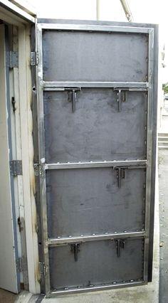 43 Ideas Metal Door Puertas For 2019 Steel Gate Design, Door Gate Design, Metal Projects, Welding Projects, Safe Door, Vault Doors, Welding And Fabrication, Cool Doors, Metal Shop