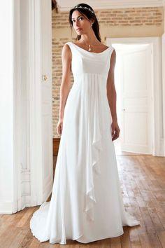 fc3f699d8800 brudklänning med axelband och empireskärning - Sök på Google Blygsamma  Bröllopsklänningar, Brudstil, Brudklänningar,