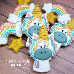 Today is a unicorn amd rainbow kind of day! Crazy Cookies, Iced Cookies, Royal Icing Cookies, Cupcake Cookies, Cupcakes, Rainbow Sugar Cookies, Unicorn Cookies, Cookie Designs, Cookie Ideas