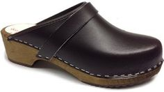 AM-Toffeln 100 Holz Clog in braun leder - Braun, 43 EU - Clogs für frauen (*Partner-Link) Women's Mules & Clogs, Clog Sandals, Clogs Shoes, Wooden Sandals, Wooden Clogs, Real Leather, Brown Leather, Swedish Clogs, Fab Shoes