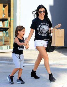 Kourtney Kardashian Photos - Kourtney Kardashian Enjoys a Shopping Trip - Zimbio