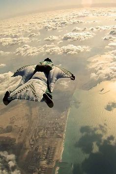Wingsuit flying aka wingsuiting