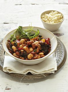 best vegetarian recipes in one convenient place for meat-free dishes and a healthy diet or eating plan. Easy Weekday Meals, Vegetarian Bake, Bean Stew, Cooking Recipes, Healthy Recipes, Weeknight Meals, Chana Masala, Beans, Stuffed Peppers
