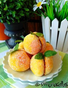 Piersici umplute 4 Cookie Recipes, Dessert Recipes, Romanian Food, Food Cakes, Biscotti, Macarons, Good Food, Food And Drink, Peach