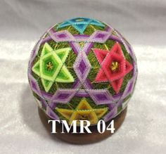 Temari Balls ( I would love about 2 dz of these for my tree! Paper Flower Ball, Paper Flowers, Asian Crafts, Temari Patterns, Crepe Paper, Star Patterns, String Art, Color Themes, Fiber Art